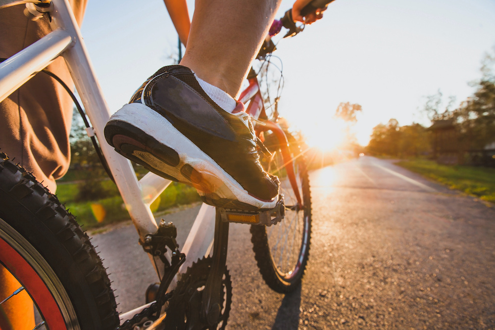 facts between clipless or flat mountain bike pedals