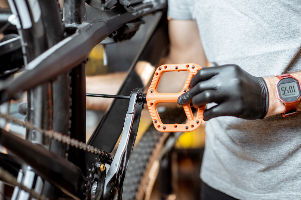 how to install pedals mountain bike