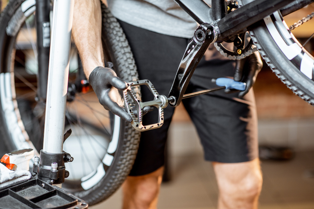 install pedals mountain bike